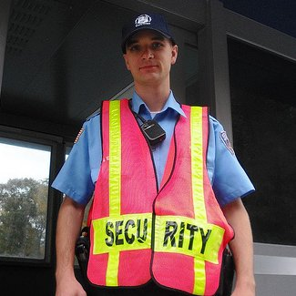 how much do security guards make