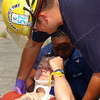 how much does an emt make