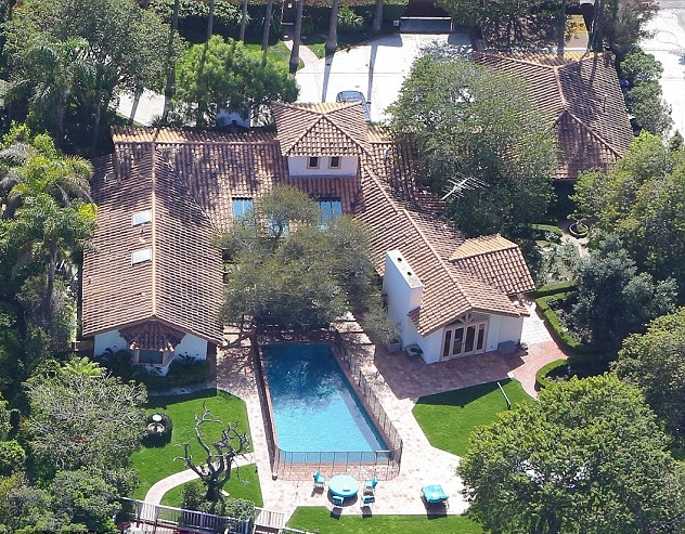 sean penn house in malibu image for 'what is sean penn net worth?' article