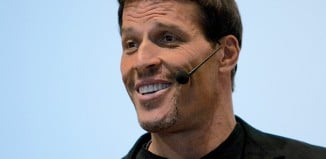 tony robbins speaking at an event