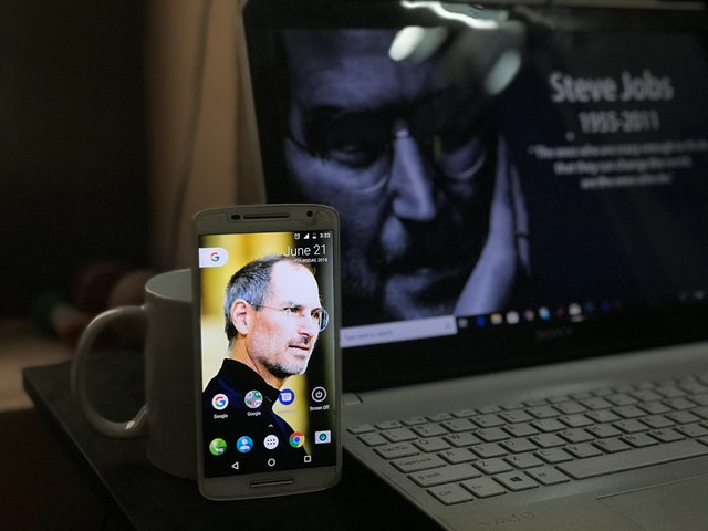 photo of steve jobs as wallpaper of an iphone